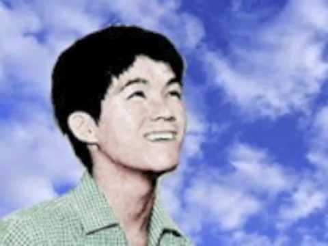 上を向いて歩こう - 'Sukiyaki' - Kyu Sakamoto (坂本 九) 1961.avi