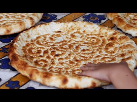 "How to make Uyghur Bread (""nan"" or 馕) in Xinjiang, China"