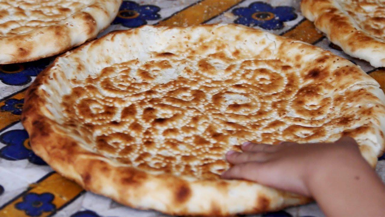 "How to make Uyghur Bread (""nan"" or 馕) in Xinjiang, China - YouTube"