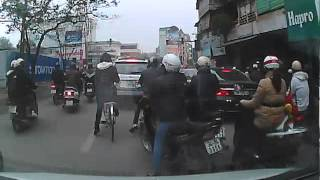 Phân làn ngã tư Tôn thất Tùng - Chùa Bộc . G2013-01-28-08-23-22-0_cut.mp4