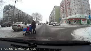 Как переходит дорогу ТП с двумя детьми.