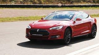Тест-драйв автомобиля Tesla Model S P85+ на трассе Kazan Ring