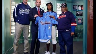 Mo'ne Davis in the Baseball Hall of Fame, Deron Williams and Derrick Rose Support Charities