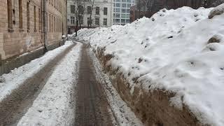 Смотреть видео Как убирают снег в Москве в Хамовниках в 2019 году онлайн