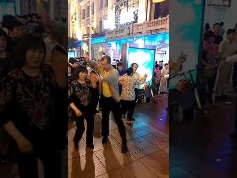 Dancing in street.Shanghai-China(上海)رقص الصينيين فى الشوارع