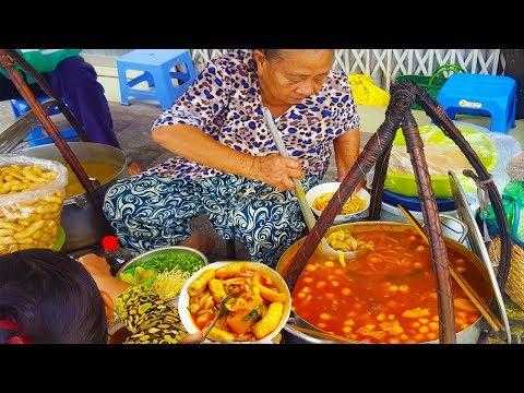 Bất ngờ gánh bánh canh Dì Liên 50 năm không bàn trên vỉa hè Sài Gòn bán vài tiếng là hết sạch