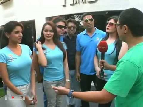 Housefull 2 cast surprise visit to fan's house
