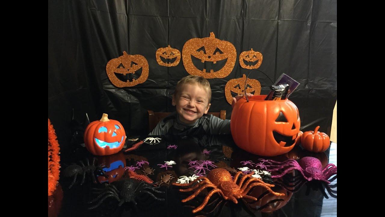Gigantic Pumpkin Trick Or Treat Halloween Surprise Blind Bucket Toy Opening!