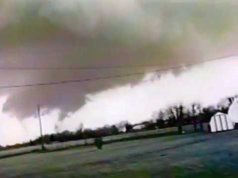Port Bryan, Illinois Tornado March 13, 1990 (3 clips)