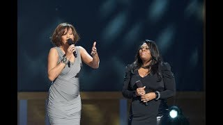 Baixar - Whitney Houston And Kim Burrell Perform I Look To You Grátis