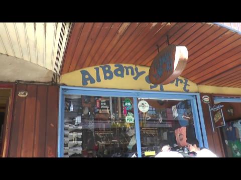 """Sujetos roban zapatillas por tres millones de pesos en """"Albany Sport"""""""