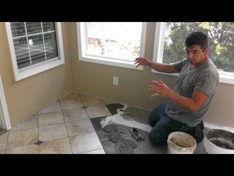 Como instalar losas de porcelana en suelos de madera youtube - Como poner un suelo de madera ...