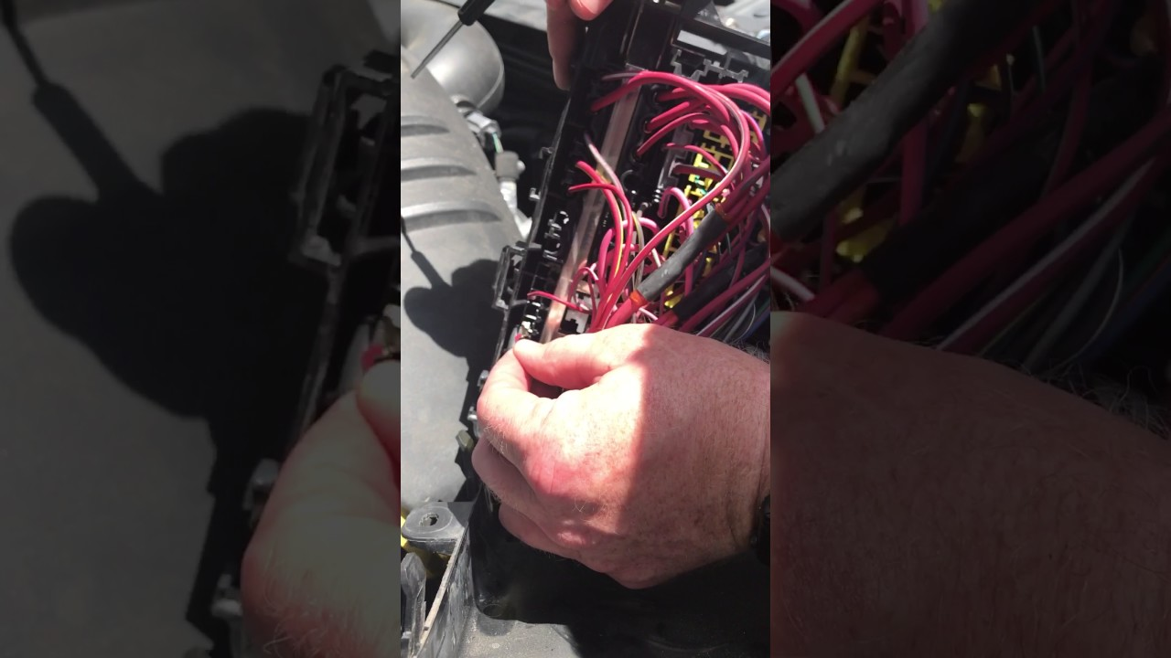 how the trouble shoot ac on chrysler 300 c and how to reposition 2006 chrysler 300 ac wiring [ 1280 x 720 Pixel ]