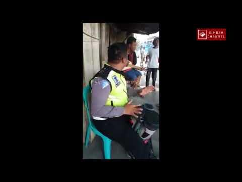 Mantuul Banget !! Inilah Sosok Polisi yang Viral Main Gendang