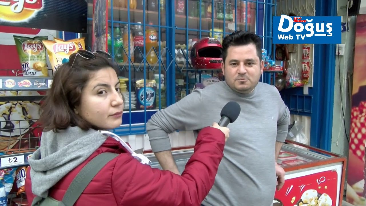 Kiraz'da yerel gazete sokak röportajı