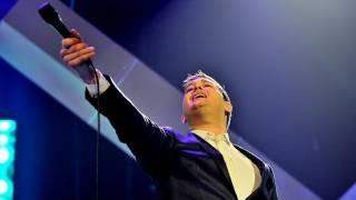 Michael Bublé Performs
