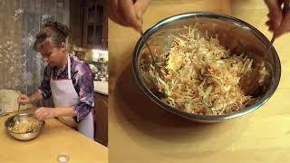 Салат из свежей капусты, моркови и огурцов - быстро, вкусно и полезно.