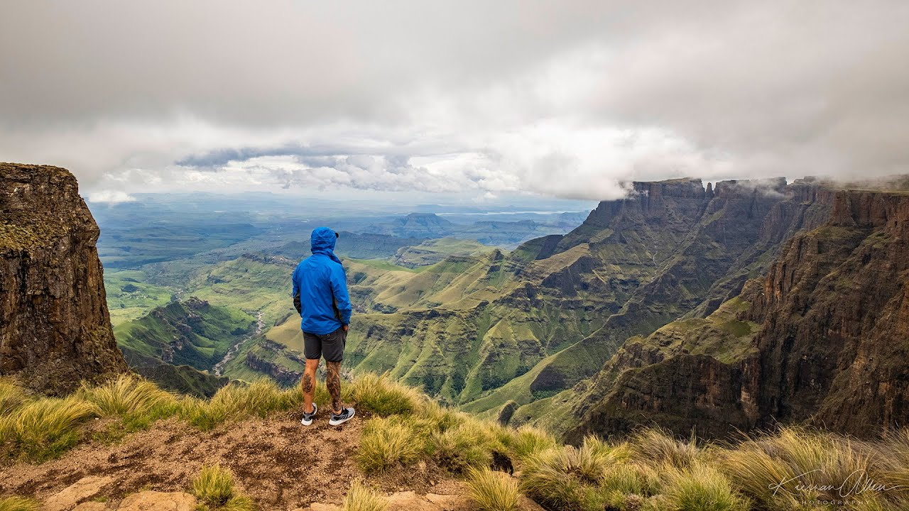 Download Hiking the Amphitheatre, Drakensberg, South Africa