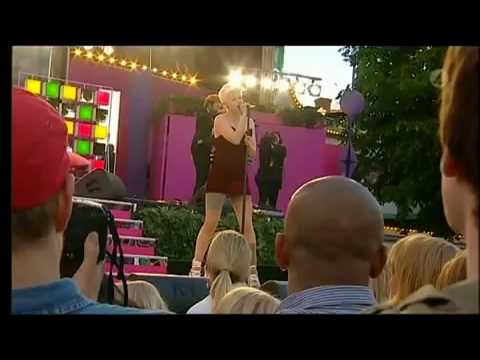 Robyn - Dancing On My Own Live
