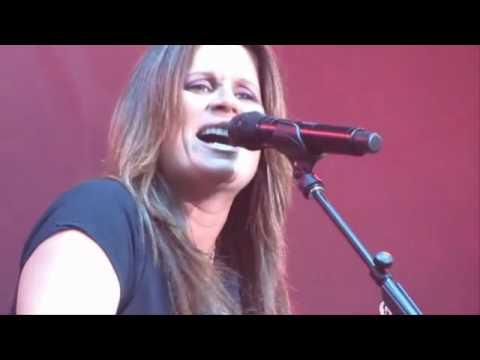 TERRI CLARK - I Just Wanna Be Mad & Girls Lie Too at PNE 2010 Live!