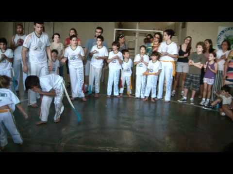 Mestre Pipoca 2011 - Capoeira da Senzala Infantil