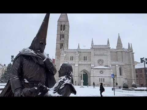 Vea cómo nieva en Valladolid. Filomena llegaba de noche y sigue haciéndose visible en la capital