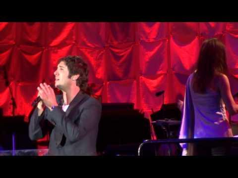 Un Alma Mas, Josh Groban, Arturo Sandoval on trumpet, Hollywood Bowl, July 4th 2013