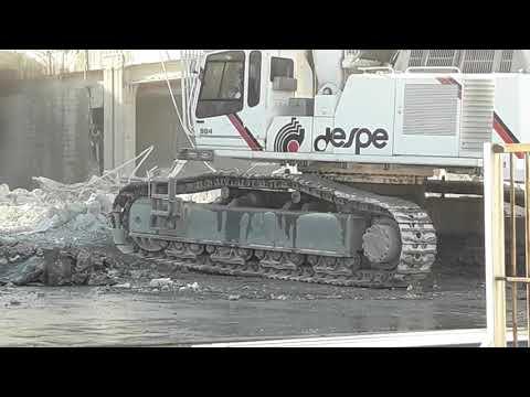 MILANO. (CINISELLO BALSAMO) Demolizione EX Auchan.  DESPE Demolizioni  LIEBHERR 984  E CAT  385 C .
