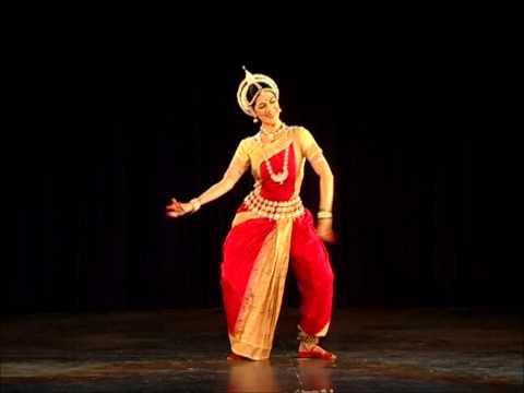 Danza Clásica De La India. ODISSI. Anandini Dasi. Bharatya Vidya Bhavan, Mylapore, Chennai.