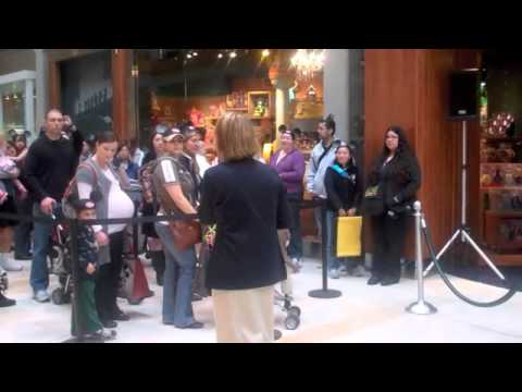 Bellevue Disney Store Opening Day