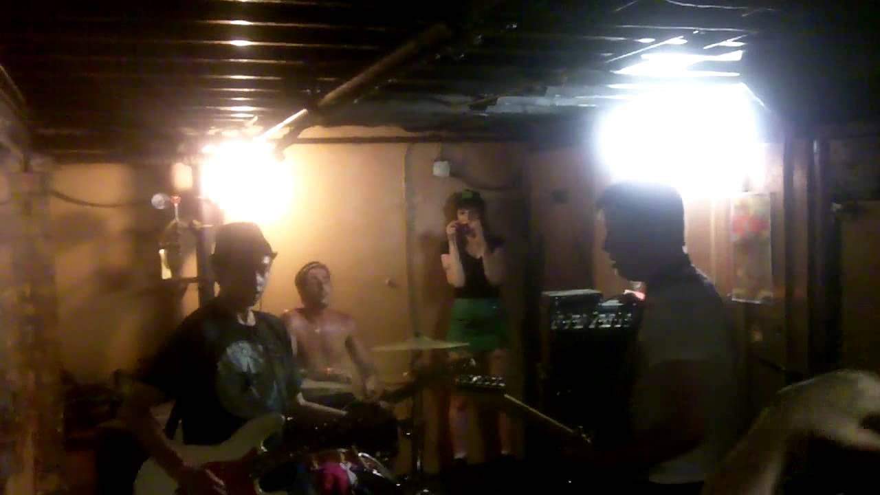 The Hatefuls - Coke Bugs live @ The 8-Ball hallway, Ann
