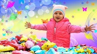 Эмили делает гигантские мелки (обучение и развлечения для детей своими руками)