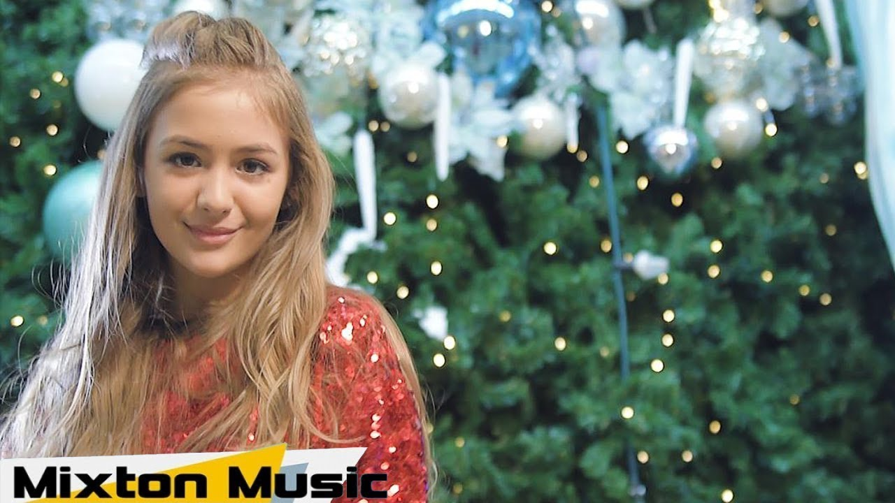 Iuliana Beregoi - Altfel de colind (Official Video) by Mixton Music