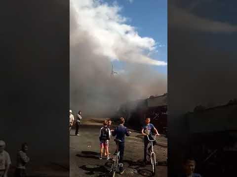 """Магазин-склад """"НефтеГазСнаб"""" горит в Поронайске"""