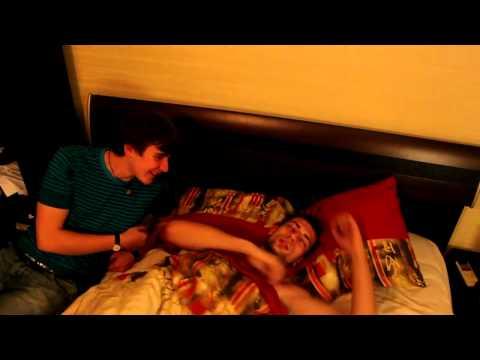 Спящие девушки в общаге заинтриговал