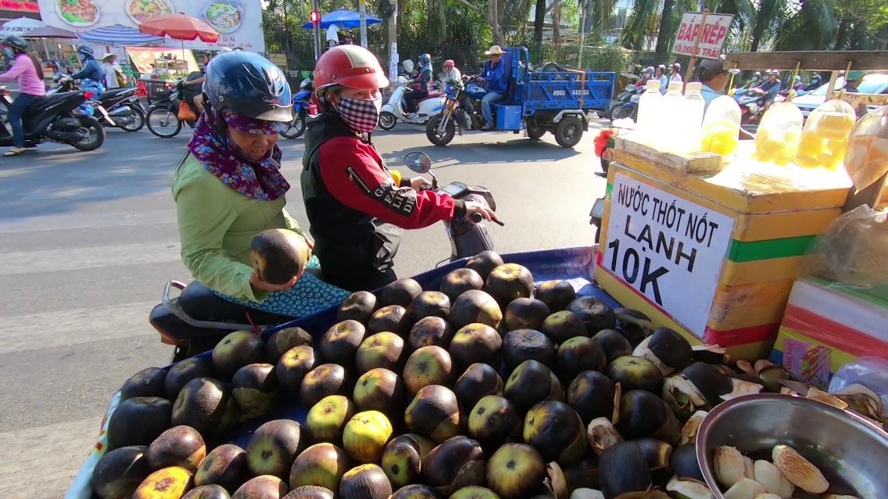 Thánh Chặt Thốt Nốt siêu điêu luyện bán vỉa hè Siêu ngon ở Sài Gòn