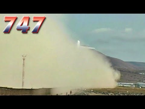 BOEING 747 creates GIANT CLOUD OF DUST on takeoff! (2004)