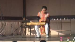Vietnamese artist plays Hungarian folksong on a monochord