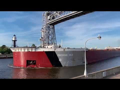 1,000-foot Presque Isle runs aground in Duluth Ship Canal
