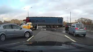 ДТП с фурой, перегородившей Ярославское шоссе, попало на видео