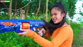 XGirl Nerf War squad Pretty Girl attacking the traitor nerf & XGirl Nerf Guns target shoot training