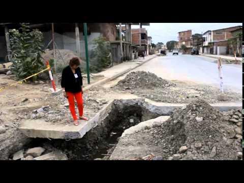 Trabajos de pavimentación en calle Colón de Chone