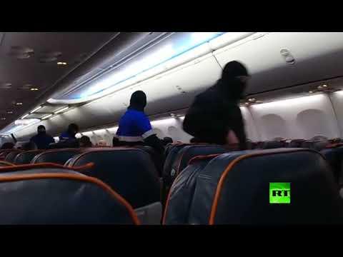 لحظة اعتقال الخاطف من داخل الطائرة الروسية  - نشر قبل 15 ساعة