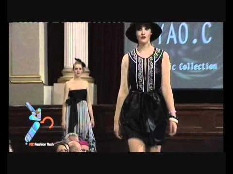 Yao Chen Fashion Show 2009