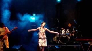 """Eleonora Falcone canta """"Um homem com cheiro de mar"""""""