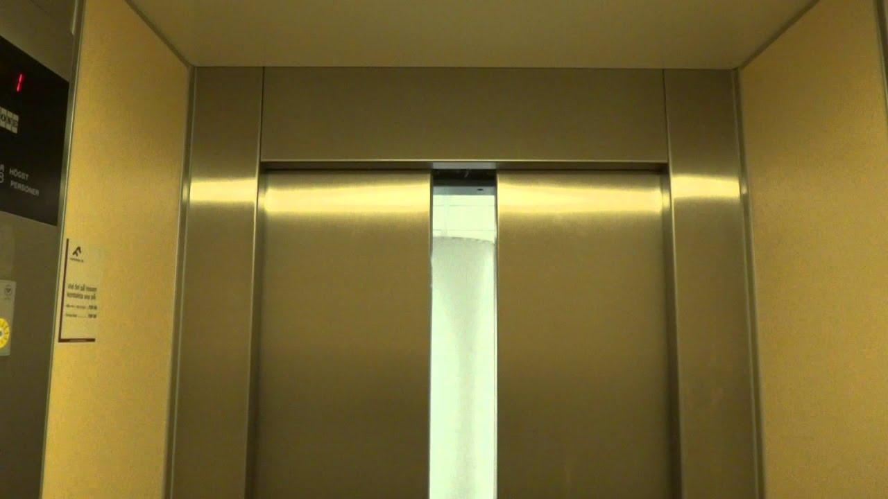 KONE Roped Hydraulic elevator @ Åsbäcksgatan 44, Söderhamn ...
