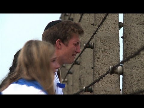 Jewish teenagers join Auschwitz march