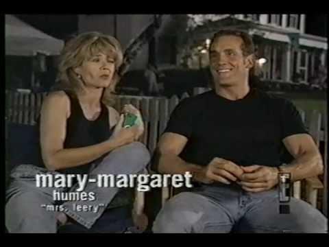 Mary Margaret Humes and John Wesley Shipp on E!