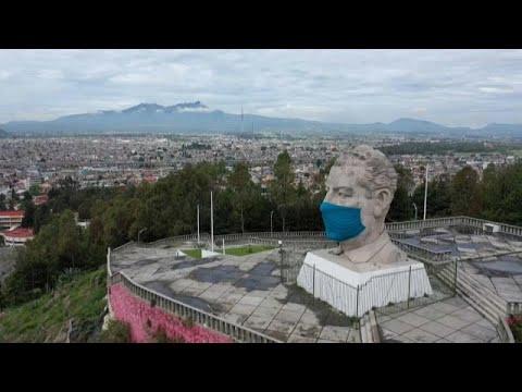 شاهد: وضع قناع على وجه تمثال عملاق للرئيس المكسيكي الأسبق للتوعية بمخاطر كورونا…