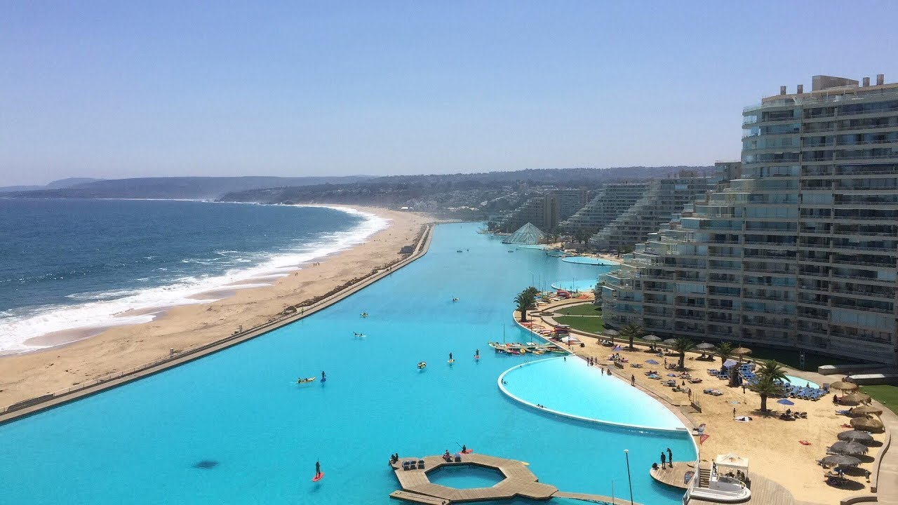The world 39 s largest swimming pool youtube for Largest swimming pool in the us